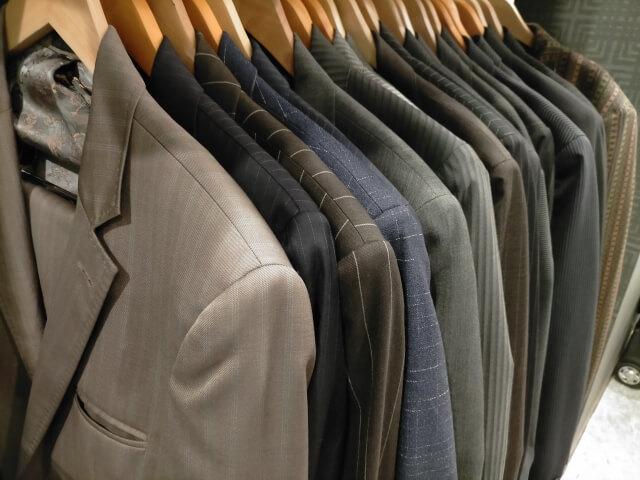 礼服をクリーニングするタイミングと頻度